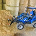 MultiOne mini loader 9 series with manure fork copia